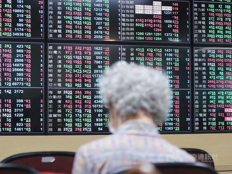台積電25日股價回穩、盤中數度翻紅,指數一度上漲百點,台股終場漲勢收斂,以16060.14點作收。(中央社檔案照片)