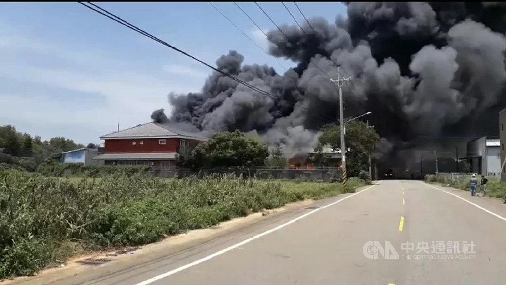 [新聞] 台中塑膠工廠大火 數公里外見黑色濃煙