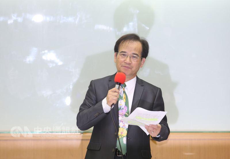民主進步黨籍的前台南縣長蘇煥智3日上午在台大校友會館舉行記者會,發表「台灣不能再等待」聲明,正式宣布退黨,投入年底台北市長選戰。中央社記者張新偉攝 107年3月3日