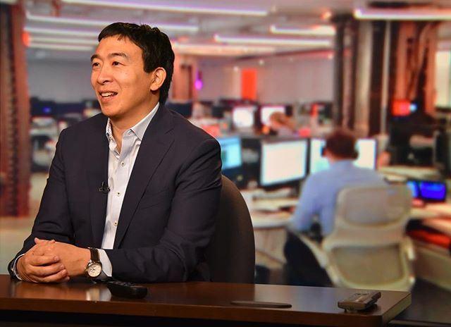 美國民主黨內已有人開始為2020年總統大選布局,其中最特別的是台灣移民二代楊安澤,他主打「人性至上」競選口號。(圖取自楊安澤推特twitter.com/andrewyang2020)