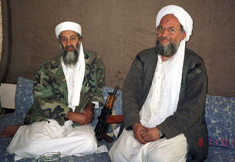 蓋達組織首腦薩瓦里(右)13日表示,美國決定將駐以色列使館遷到耶路撒冷,證明協商和「姑息」這套已辜負了巴勒斯坦,他呼籲穆斯林對美國發動聖戰。(圖取自維基共享資源;作者:Hamid Mir,CC BY-SA 3.0)
