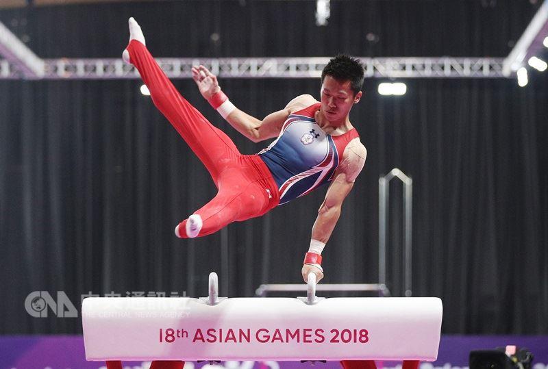 2018雅加達亞運體操單項決賽男子鞍馬項目23日晚間登場,中華隊好手李智凱的精彩表現摘下15.400分,奪下第一,也是亞運體操隊史首金。中央社記者張新偉攝 107年8月23日