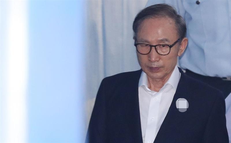 南韓前總統李明博因涉嫌受賄貪汙,5日遭首爾中央地方法院判處15年徒刑。(檔案照片/韓聯社提供)
