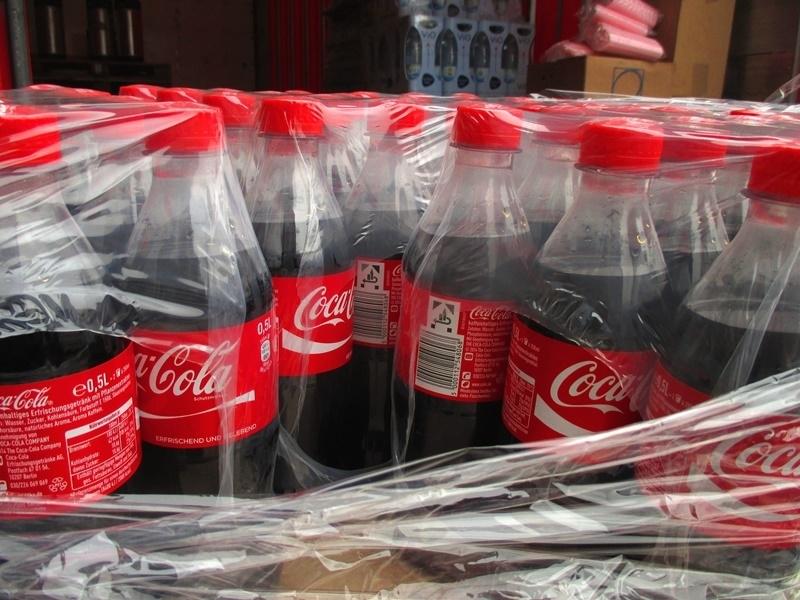 可口可樂等大品牌響應限塑,承諾將淘汰一次性塑膠包裝。(圖取自Pixabay圖庫)