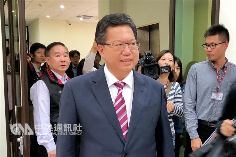 桃園市長鄭文燦(前)26日晚間透過幕僚說,不會代理民進黨主席。(中央社檔案照片)