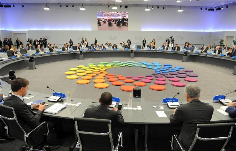 20國集團聯合聲明不用以往對抗貿易保護主義的用語,改以承認「多邊貿易體制」的「貢獻」。圖為20國集團峰會開會畫面。(圖取自facebook.com/g20org)