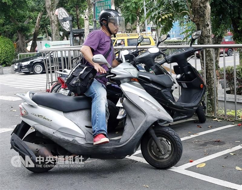 台北市停管處長張滋容23日說,機車停車格未來將全面收費,不過推行沒有時程表。(中央社檔案照片)
