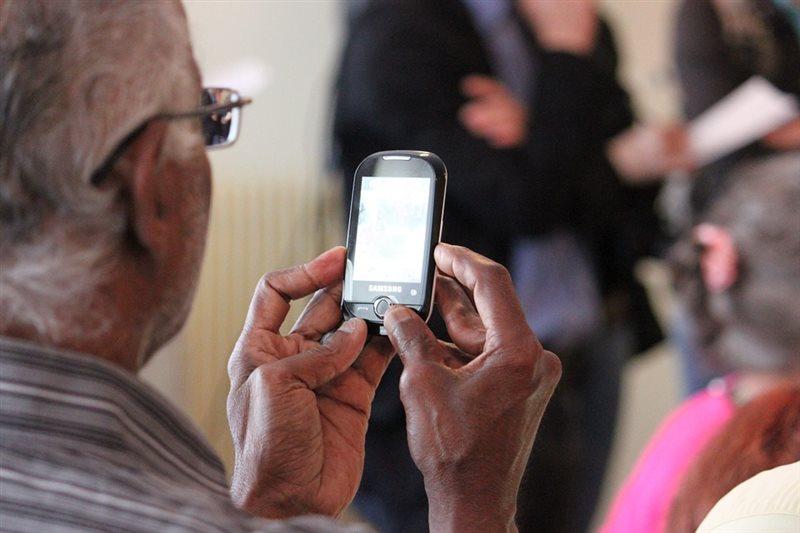 研究顯示,65歲以上的臉書用戶和保守人士,較可能在此平台上分享假消息。圖為示意圖。(圖取自Pixabay圖庫)