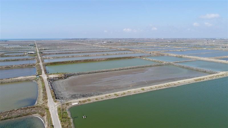 Google23日宣布在台灣購買10MW(千瓩)的再生能源電力,開發夥伴永鑫能源將協助Google架設4萬個太陽能面板至台南的養殖場魚池,將土地有效利用率最大化。(Google提供)中央社記者吳家豪傳真 108年1月23日