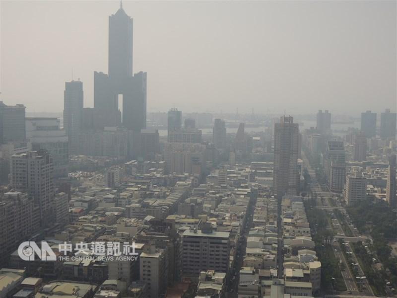 受到擴散條件不佳影響,24日中南部地區空氣品質普遍不理想。(中央社檔案照片)