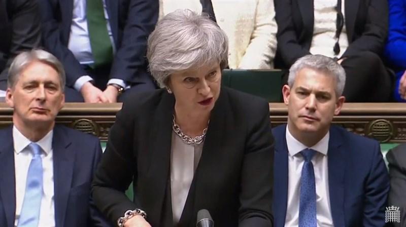 英國國會29日表決通過脫歐協議修正案,首相梅伊(前)將重新前往歐盟,重啟脫歐協議談判。(圖取自UK Parliament YouTube頻道網頁youtube.com)