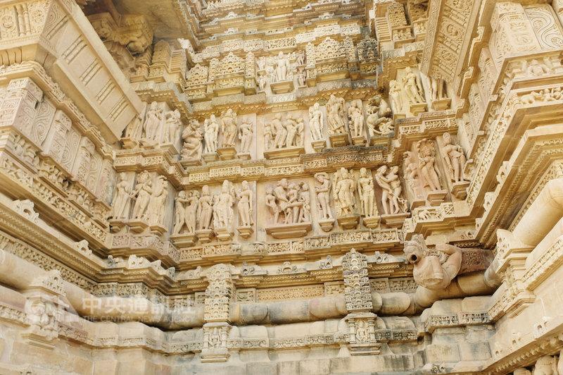 印度卡修拉荷神廟被稱為性廟太委屈,其實在眾多神像中,性愛的場景只是展示生活百態中的一小部分。中央社記者康世人卡修拉荷攝 108年2月8日
