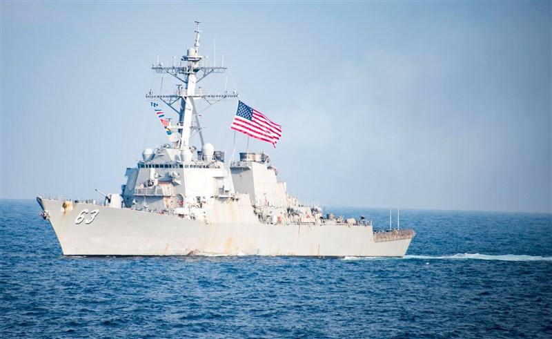 美國2艘軍艦25日穿越台灣海峽,分別是一艘驅逐艦和一艘後勤彈藥補給艦。圖為美軍驅逐艦史塔森號。(圖取自facebook.com/USSSTETHEMDDG63)