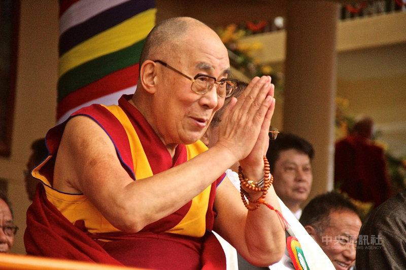 高齡83歲的十四世達賴喇嘛流亡印度已60年。他曾暗示,不排除停止轉世制度。(檔案照片)中央社 108年3月10日