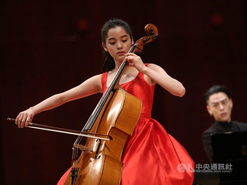 歐陽娜娜23日接受中國媒體「中國電影報導」訪問,表示「不管我是香港的、台灣的、北京的、哪裡的,其實我都是中國人。我發布的文字和聲明都是我內心深處真實的想法和心裡話」。(中央社檔案照片)