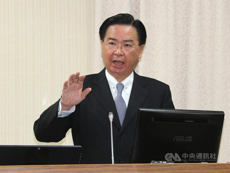 共軍2架戰機越過台灣海峽中線,外交部長吳釗燮1日在立法院表示,有即時接到通報,與相關單位討論如何處置,也第一時間通知區域夥伴國家。中央社記者張皓安攝 108年4月1日