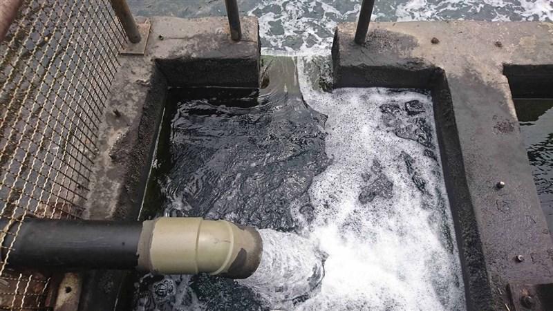 台中市政府環保局1月起已3次採驗台中電廠發電機組,因空氣污染防制設備產生的廢水,發現處理後的排放水質不符法定放流水標準,不合格項目為硝酸鹽氮。(台中市政府提供)中央社記者蘇木春傳真 108年4月10日