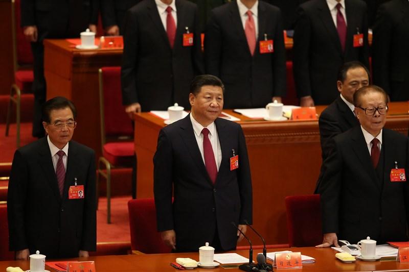 「六四」事件逝去30年,中共歷經了江澤民(右)、胡錦濤(左)、習近平(中)3任總書記。(中央社檔案照片)