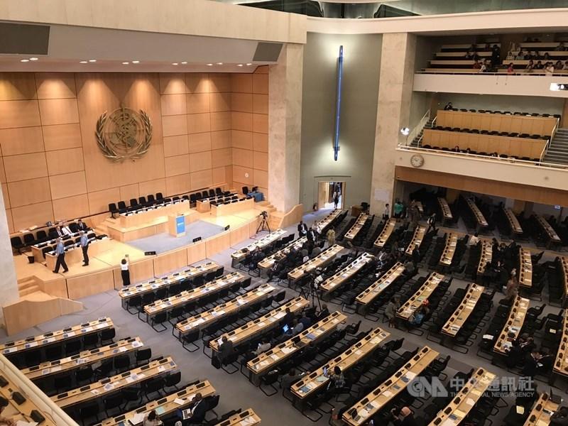 外交部表示,中國近年積極爭取擔任國際組織的要職,從內部阻撓台灣參與,也威嚇其他國家不能助台。圖為世界衛生大會(WHA)會場。(中央社檔案照片)