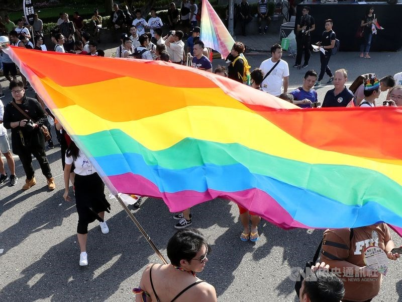 同婚立法524期限倒數,根據內政部報告指出,若在期限前完成法制化,戶政系統將新增「同性婚姻登記」等戶籍登記項目。(示意圖/中央社檔案照片)