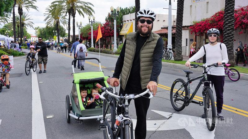 美國加州洛杉磯郡一條串連南巴沙迪納(South Pasadena)、艾罕布拉(Alhambra)與聖蓋博(San Gabriel)等3個市鎮的街道19日舉行無車日活動,主辦單位表示,不但具有環保與健康概念,更能刺激地方經濟。中央社記者林宏翰洛杉磯攝 108年5月20日