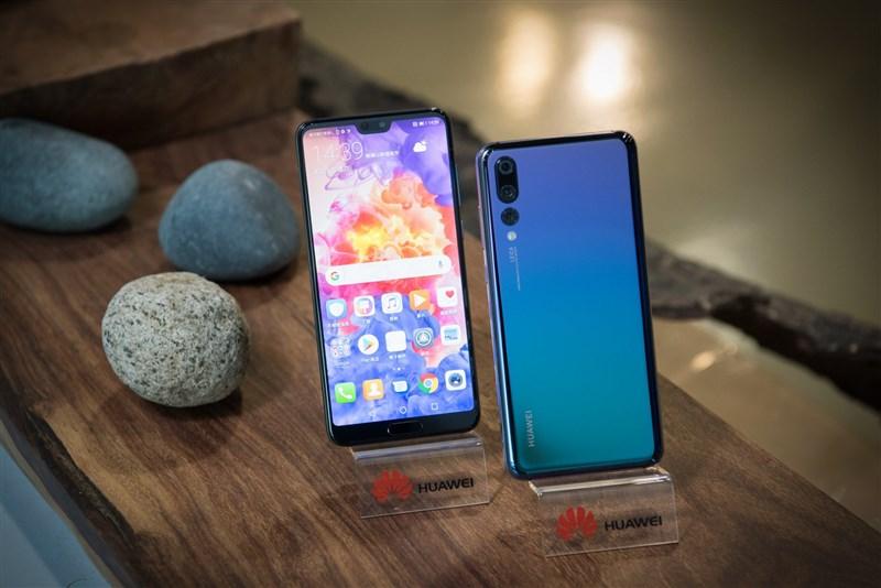 分析指出,在美國禁令打擊下,中國電訊設備巨頭華為公司今年手機出貨量可能下降多達24%。(圖取自facebook.comHuaweimobileTW)