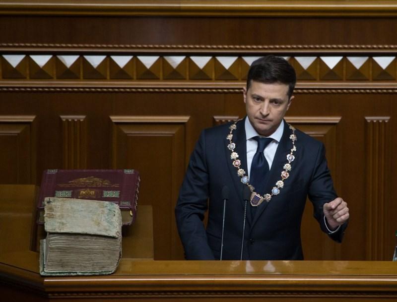 烏克蘭新任總統澤倫斯基20日才剛宣誓就職,總統官網22日起出現兩份要求總統下台的請願書。(圖取自烏克蘭總統官方網頁president.gov.ua)