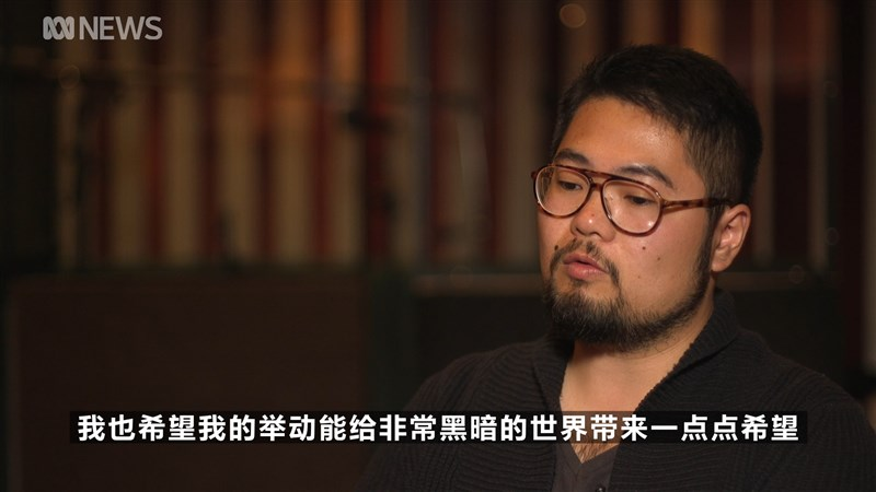 諷刺北京政治的中國漫畫家巴丟草4日在澳洲廣播公司節目中首次露面,並講述自己的故事,希望藉此免於中國當局的迫害。(圖取自ABC網頁abc.net.au)