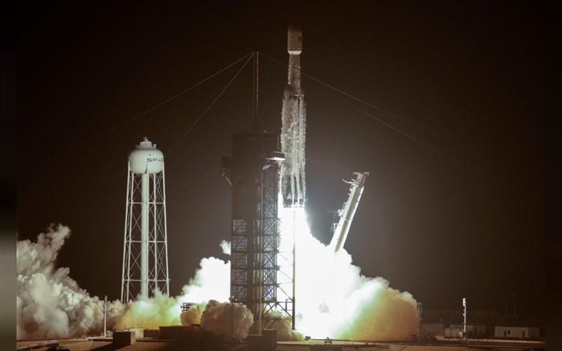 福爾摩沙衛星七號台北時間25日下午2時30分在美國佛羅里達州甘迺迪太空中心,搭乘SpaceX獵鷹重型火箭發射升空。(路透社提供)