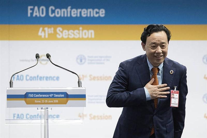 中國農業農村部副部長屈冬玉23日當選為聯合國糧農組織秘書長,他不僅在首輪投票就高票當選,還是首名出任此職位的中國人。(圖取自聯合國糧農組織網頁fao.org)