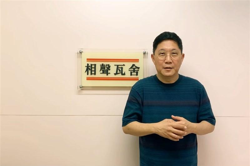 相聲瓦舍團長馮翊綱去年表態支持韓國瑜選市長,但他1日貼文表示,模範學生酸嗆韓就可免費看戲。(圖取自facebook.com/ComediansWorkshop)