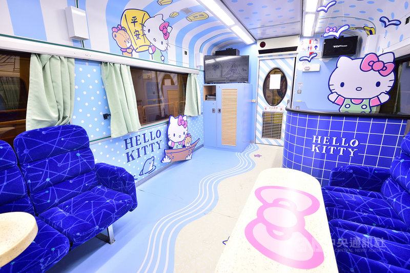 台鐵環島之星觀光列車換新裝,打造Hello Kitty彩繪繽紛列車,3日首航,車內布置小從備品、大到內裝彩繪,隨處可見Hello Kitty身影。(台鐵提供)中央社記者汪淑芬傳真 108年7月3日