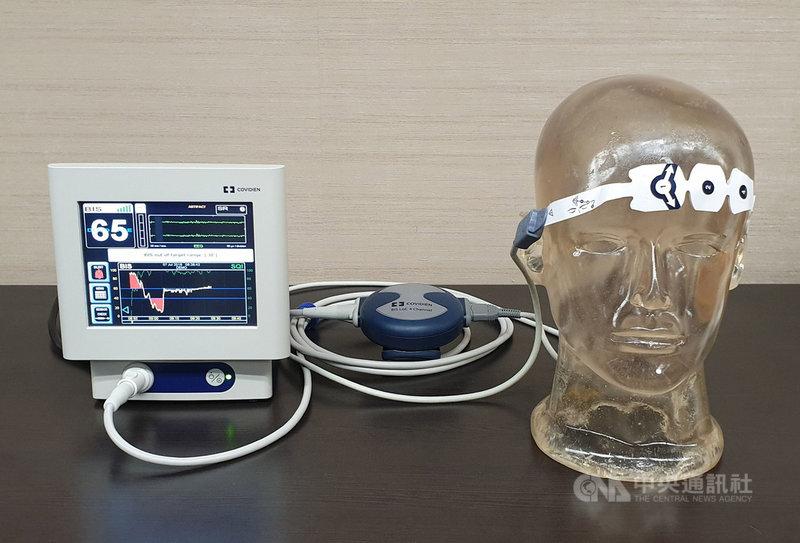 術後加速康復療程(ERAS)是創新整合醫療架構,從術前、術中麻醉、術後恢復,以實證醫學的確認結論為治療方針,術中會用各種監測儀器,掌握病人水分、麻醉深度,避免相關併發症。中央社記者陳偉婷攝  108年7月7日