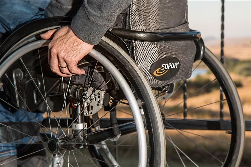 金管會澄清,保險業對於身心障礙者投保不得有不公平對待或拒保。(示意圖/圖取自Pixabay圖庫)