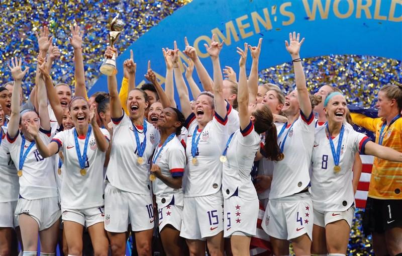 2019年世界盃女子足球賽美國隊擊敗荷蘭隊,達成2連霸壯舉。(圖取自twitter.com/alexmorgan13)