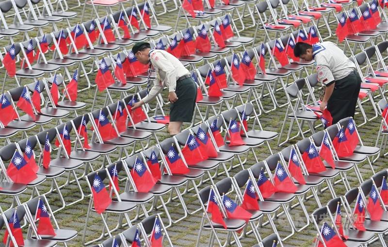 國立政治大學選舉研究中心10日發布調查數據,認同自己是台灣人的比例上升到56.9%。(中央社檔案照片)