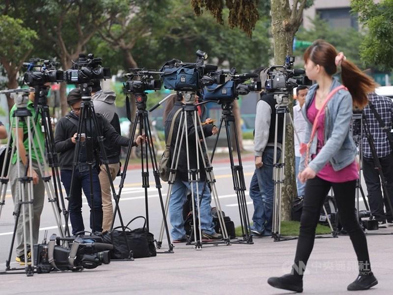 英國金融時報昨天報導疑似境外勢力對特定台灣媒體下達編採指示,引起軒然大波。圖為媒體記者工作情形,非本事件當事人。(中央社檔案照片)