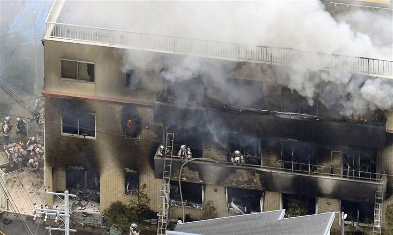 日本知名動畫製作公司「京都動畫」位於京都市伏見區的工作室18日疑遭縱火,已造成33人死亡、35人受傷。(共同社提供)