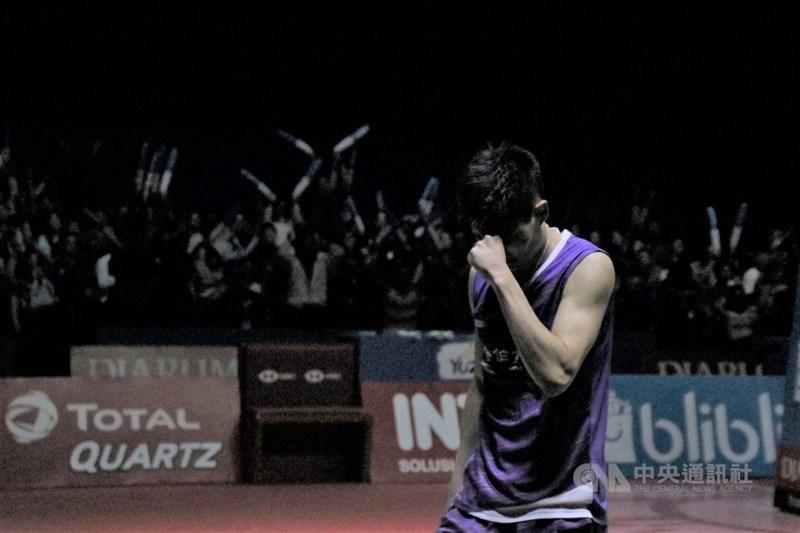 羽球一哥周天成21日在印尼羽球公開賽拿下冠軍,難掩激動。中央社記者石秀娟雅加達攝 108年7月21日