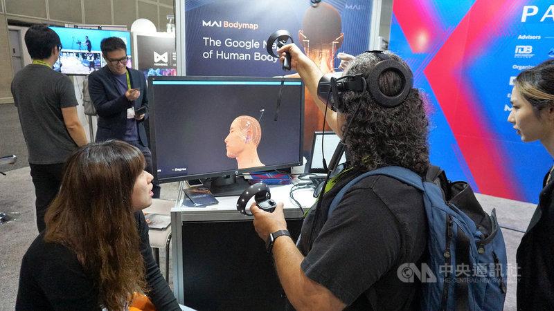 肯狄科研(MAI)代表台灣參加電腦圖學的年度盛會SIGGRAPH,使用虛擬實境(VR)技術,模擬中醫針灸或醫學解剖。中央社記者林宏翰洛杉磯攝  108年8月2日