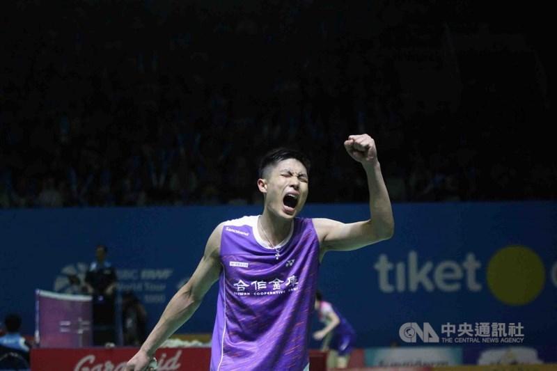 台灣羽球一哥周天成4日在泰國羽球公開賽男單決賽擊敗香港選手伍家朗,拿下他本季第2冠。(中央社檔案照片)