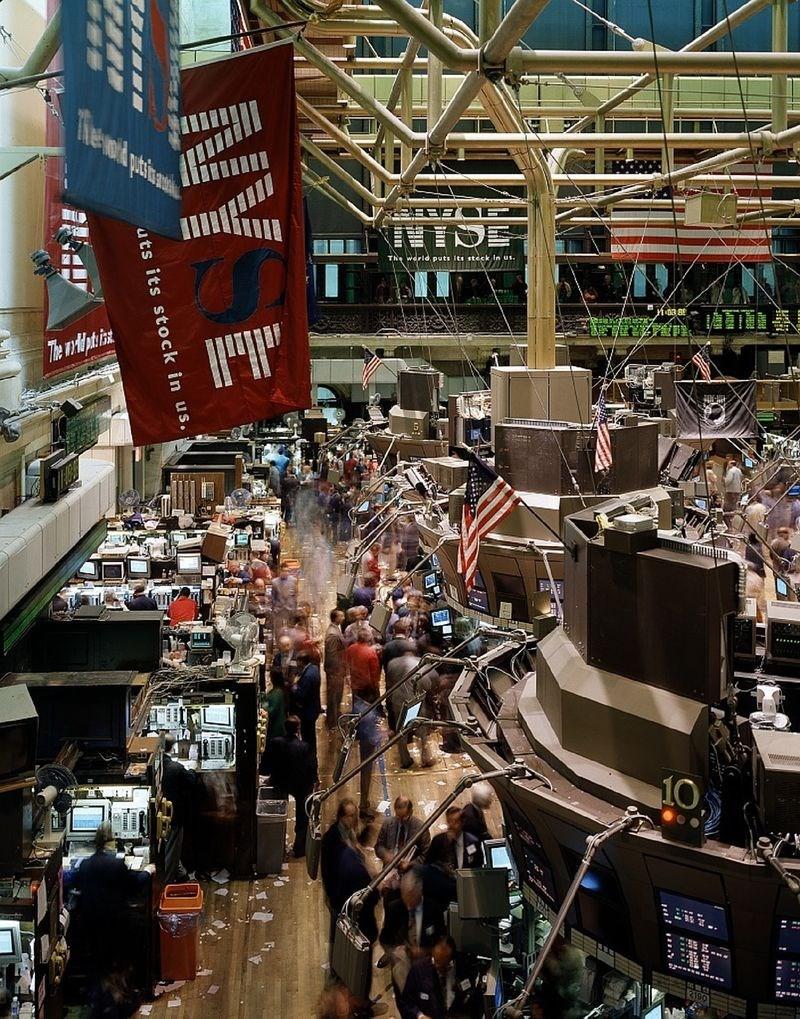 美國13日宣布延後對部分中國貨品加徵10%關稅,投資人鬆一口氣,美股止跌反彈,道瓊指數勁揚372點。圖為紐約證券交易所大廳。(圖取自Pixabay圖庫)