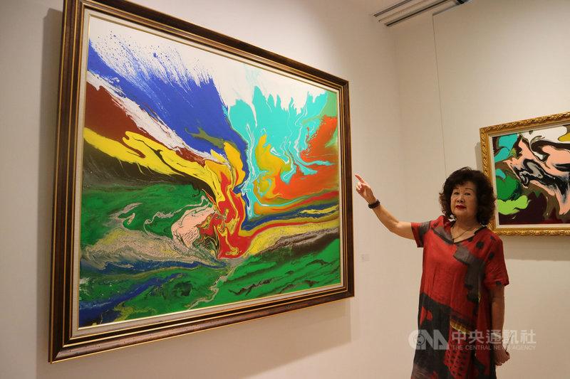 台灣畫家蔡玉葉近日受邀赴上海外灘辦展,在百年歷史的圓明園公寓內,透過油畫帶領觀者感受她病後重生的喜悅。(資料照片)中央社記者陳家倫上海攝 108年8月19日