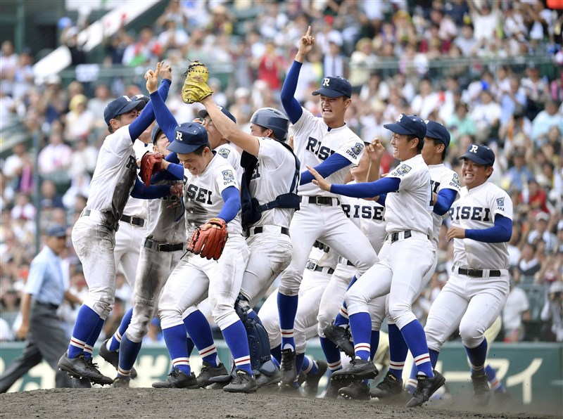 日本夏季甲子園22日舉行冠軍戰,履正社高校拿下令和首次冠軍,也是隊史首座冠軍。(共同社提供)