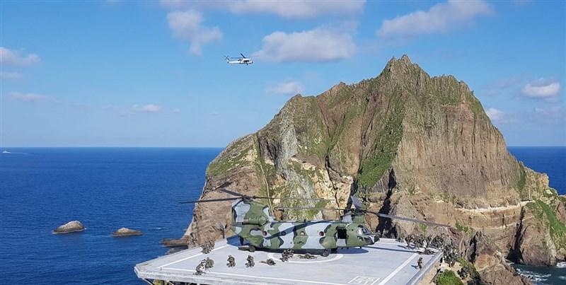 南韓25日起在日韓間有主權爭議的獨島(日本稱竹島)周邊海域舉行為期2天的軍事演習。(韓聯社提供)