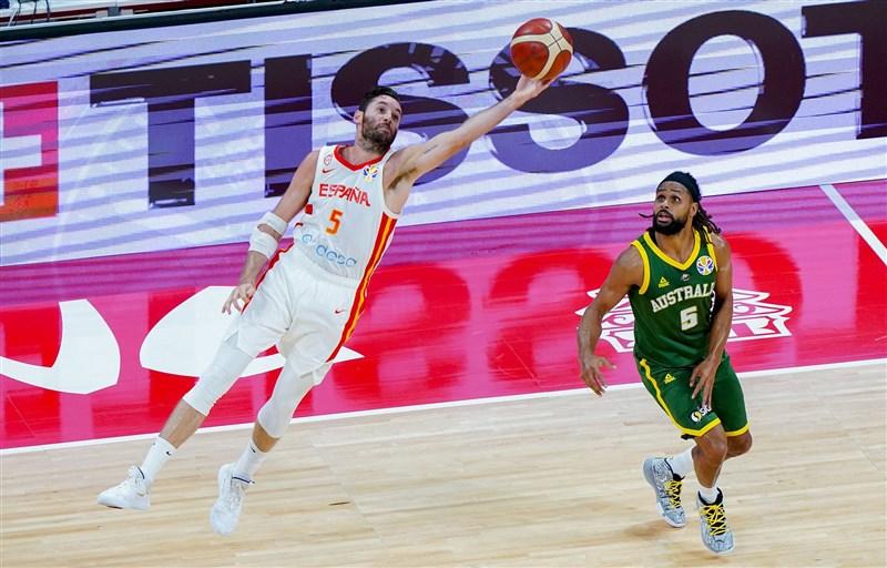 2019世界盃男籃賽4強對決13日登場,西班牙與澳洲上演二度延長惡戰,西班牙終場以95比88擒服澳洲。(圖取自twitter.com/BaloncestoESP)
