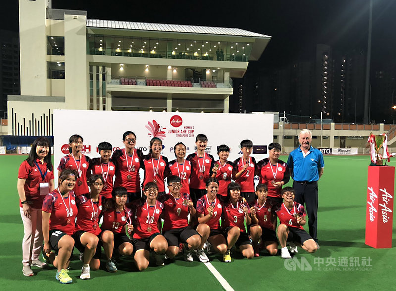 2019年U21女子亞洲盃曲棍球錦標賽,代表台灣出賽的女子曲棍球小將發揮團隊合作默契,以4比2擊敗孟加拉隊,總計以3勝1和1敗戰績奪下銅牌。中央社記者黃自強新加坡攝 108年9月15日