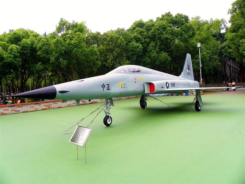 空軍一架F-5E戰機飛官朱冠甍上尉29日殉職。國防部發文弔念感謝朱冠甍用生命捍衛領空安全,守護國人平安。圖為F-5E同型戰機。(圖取自維基共享資源網頁;作者玄史生,CC BY-SA 3.0)