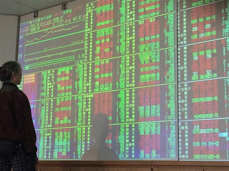 晶圓代工廠台積電股價表現強勁,27日早盤一度達新台幣272.5元,創下歷史新高價。(中央社檔案照片)