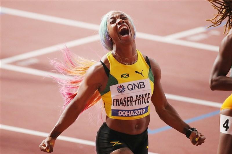 32歲的佛瑞塞-普萊斯29日在卡達首都杜哈進行的田徑世錦賽女子100公尺決賽中,以10秒71成績奪下金牌。(圖取自facebook.com/WorldAthleticsClub)